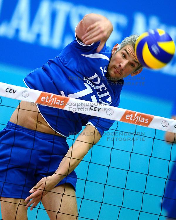 17-05-2013 VOLLEYBAL: BELGIE - NEDERLAND: KORTRIJK<br /> Nederland wint de eerste oefenwedstrijd met 3-0 van Belgie / Rob Bontje<br /> ©2013-FotoHoogendoorn.nl