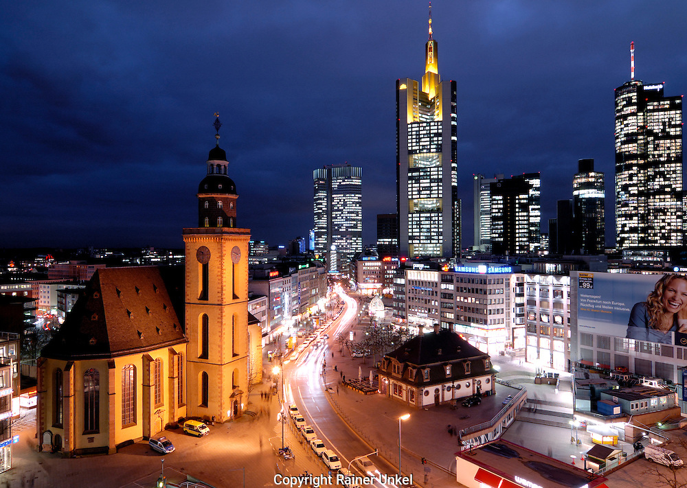 DEUTSCHLAND : Die Paulskirche , die Europaeische Zentralbank ( EZB ) , die Commerzbank , die Dresdner Bank und die Hessische Landesbank ( Helaba ) in Frankfurt.   GERMANY : St. Paul Church , European Central Bank ( ECB ) , Commerzbank , Dresdner Bank and Hessische Landesbank ( Helaba )  in Frankfurt.   30.01.2007.    Copyright by : Rainer UNKEL , Tel.: (0)228/477211, Fax: (0)228/477212