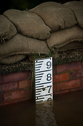 © Licensed to London News Pictures. 28/12/2015. Cawood, UK. A water level almost at its limit next to sandbags and a flood defence wall in the town of Cawood in North Yorkshire where flood water and rising tides have threatened the town on December 28, 2015. Several warnings of risk to life are sill in place in parts of Lancashire and Yorkshire where rainfall has been unusually high, causing heavy flooding. Photo credit: Ben Cawthra/LNP