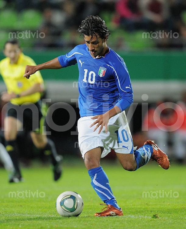 FUSSBALL INTERNATIONAL Laenderspiel U 20   05.10.2011 Deutschland - Italien Karim Laribi (Italien) am Ball