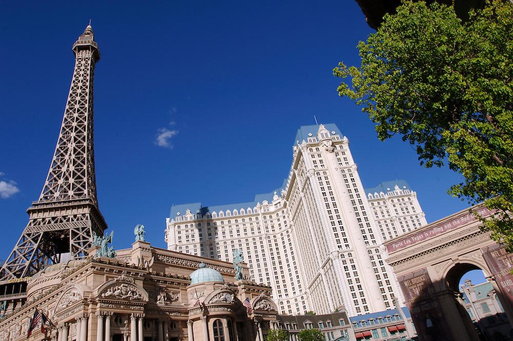 USA Nevada Las Vegas New York Casino Hotel Palmen Gastronomie Las Vegas Boulevard The Strip Nachtleben Casino Freiheitstatur Wolkenkratzer Hochhaeuser Achterbahn Rolltreppe Touristen Tourismus (Farbtechnik sRGB 34.74 MByte vorhanden) Geography / Travel .
