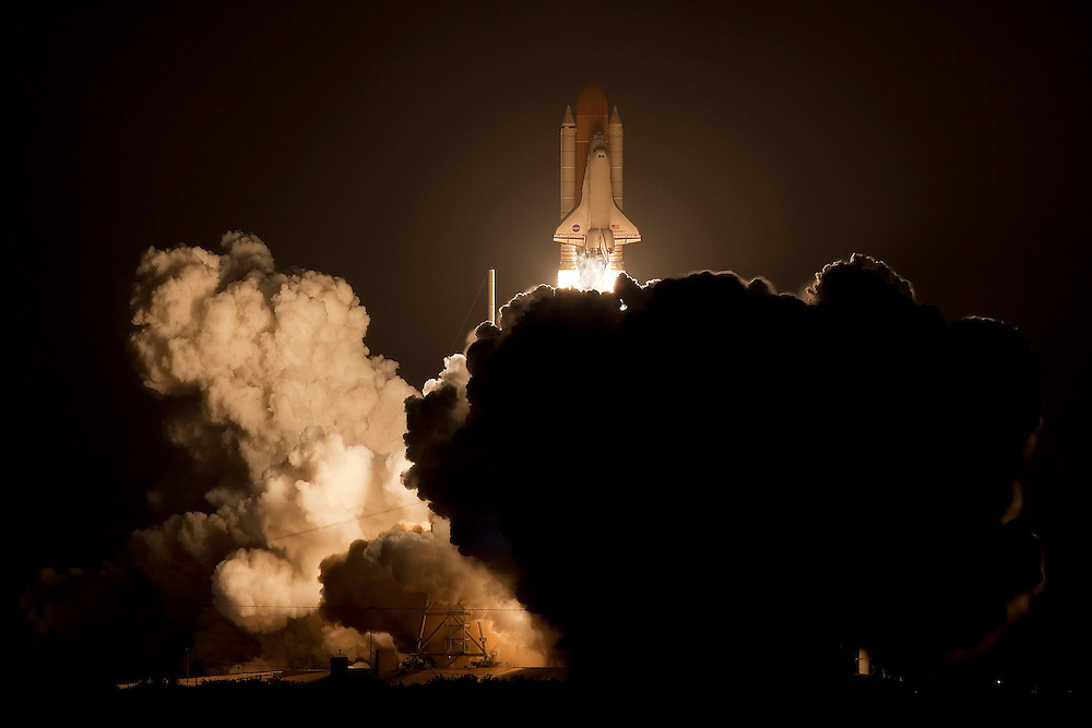 CAPE CANAVERAL, FL - MARCH 15:   Space Shuttle Discovery lifts off of launch pad 39-a on mission STS-119 on March 15, 2009 in Cape Canaveral, Florida. The Discovery astronauts are scheduled for a construction mission to the international space station. (Photo by Matt Stroshane/Getty Images)