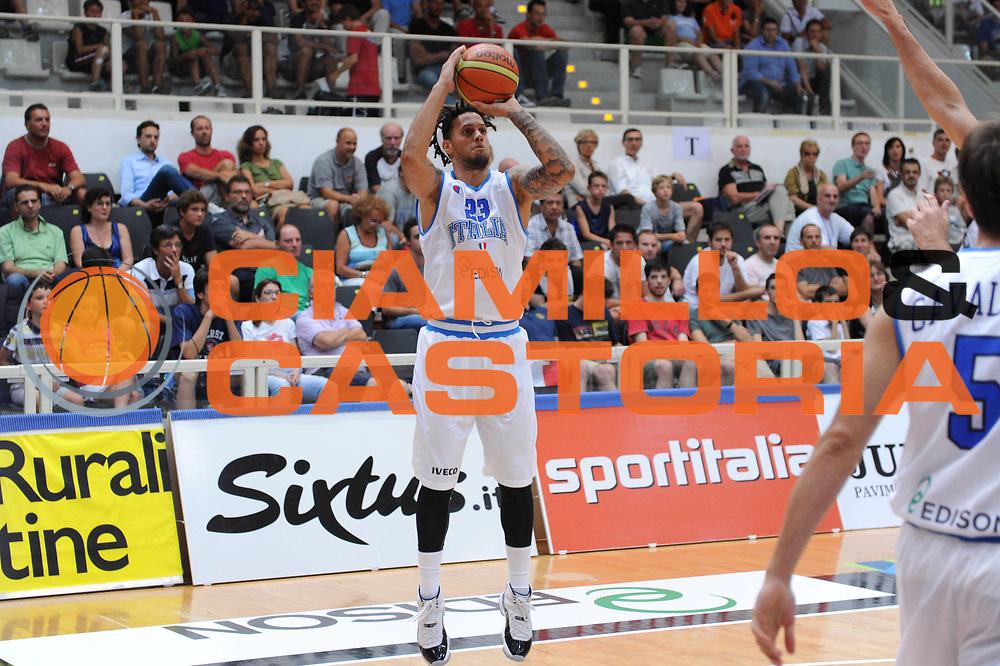 DESCRIZIONE : Trento Primo Trentino Basket Cup Italia Bosnia Erzegovi<br /> GIOCATORE : Daniel Hackett<br /> CATEGORIA : tiro<br /> SQUADRA : Nazionale Italia Maschile<br /> EVENTO :  Trento Primo Trentino Basket Cup<br /> GARA : Italia Bosnia Erzegovi<br /> DATA : 26/07/2012<br /> SPORT : Pallacanestro<br /> AUTORE : Agenzia Ciamillo-Castoria/C.De Massis<br /> Galleria : FIP Nazionali 2012<br /> Fotonotizia : Trento Primo Trentino Basket Cup Italia Bosnia Erzegovi<br /> Predefinita :