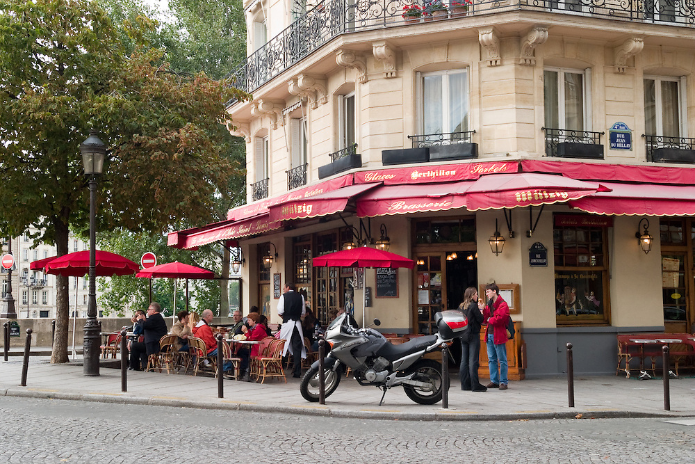 Sidewalk cafe on the Ile St-Louis, Paris.