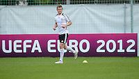 FUSSBALL INTERNATIONAL  EURO 2012   07.06.2012  Training der Deutschen Nationalmannschaft in Danzig Toni Kroos (Deutschland)   vor einer Werbebande UEFA EURO 2012