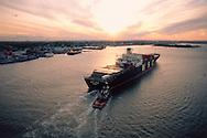 Containers Ship, Kill Van Kull, Tugboat, Staten Island, NYC, NY