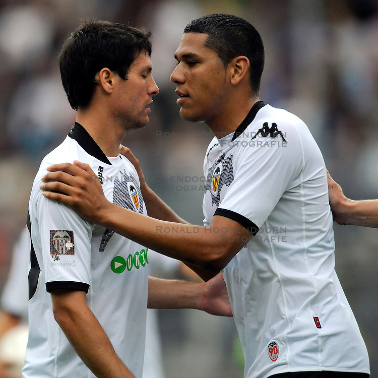 22-07-2009 VOETBAL: ADO DEN HAAG - VALENCIA CF: DEN HAAG<br /> Valencia wint met 4-1 van Den Haag / Hedwiges Maduro sust het opstootje<br /> ©2009-WWW.FOTOHOOGENDOORN.NL
