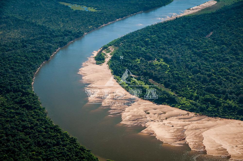 Vista aerea do Parque Nacional do Araguaia, Rio Javaes e Ilha do Bananal, Tocantins, Brasil, foto de Ze Paiva, Vista Imagens.