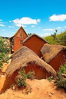 Madagascar. Village en terre rouge des environs de Tananarive. // Madagascar. Traditional Houses on Hill around Tananarive.