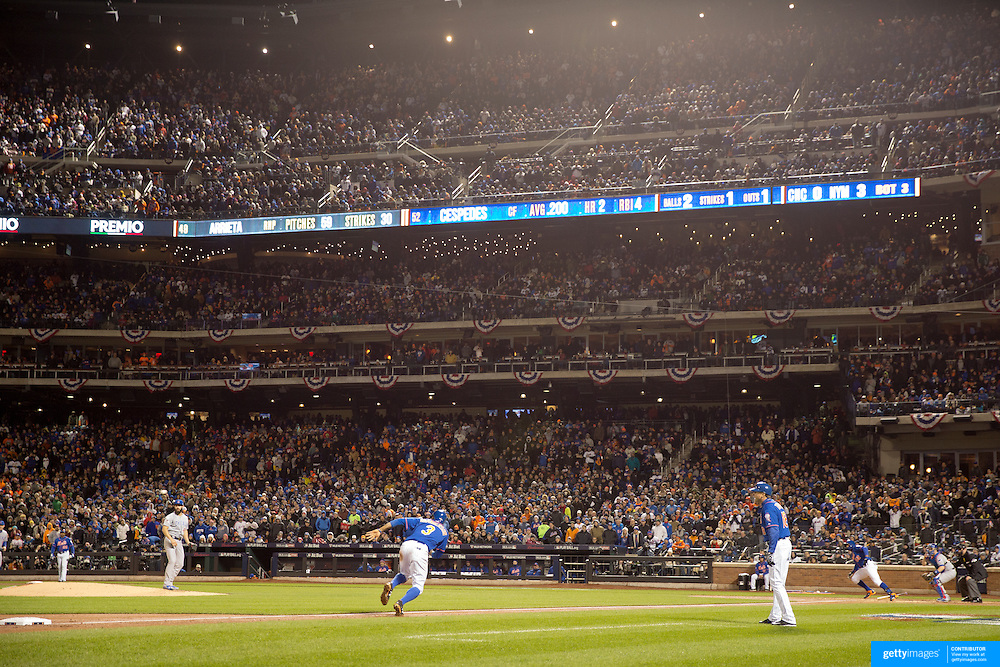 Curtis Granderson, New York Mets, heads home from  third base on a Yoenis Cespedes RBI during the MLB NLCS Playoffs game two, Chicago Cubs vs New York Mets at Citi Field, Queens, New York. USA. 18th October 2015. Photo Tim Clayton