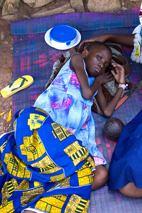 Sick child and mother, Mulago Hospital, Kampala, Uganda