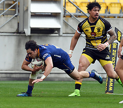 Otago's Jonathan Ruru runs into score in front of Wellington's Ben Lam in the Mitre 10 Rugby match at Westpac Stadium, Wellington, New Zealand, Sunday October 01,, 2017. Credit:SNPA / Ross Setford  **NO ARCHIVING**