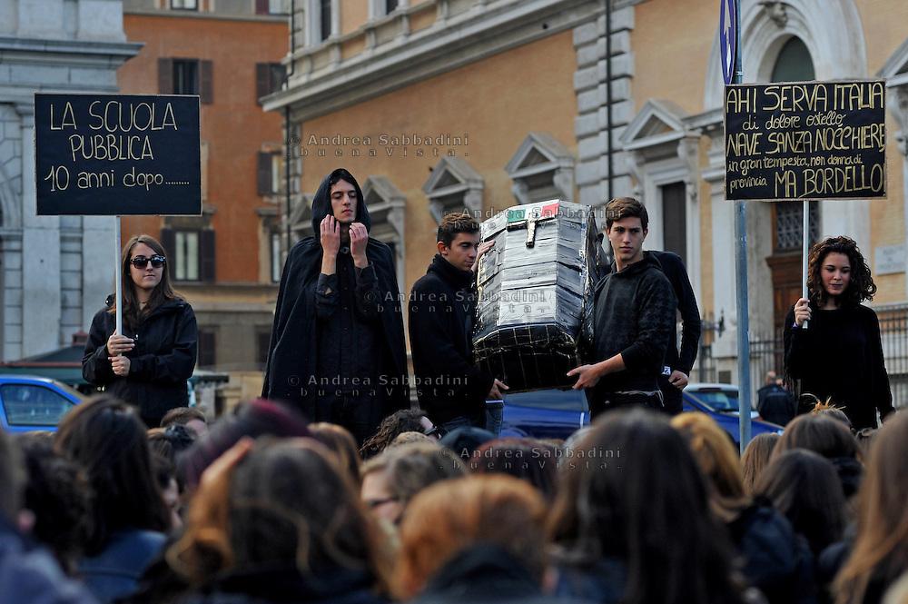 Rome, 21/11/2012: Liceo Machiavelli occupato. Flash Mob contro i tagli del governo alla scuola pubblica - Students protest against government cuts on education.<br /> &copy;Andrea Sabbadini