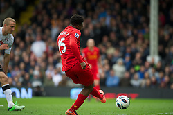 12.05.2013, Craven Cottage, London, ENG, Premier League, FC Fulham vs FC Liverpool, 37. Runde, im Bild Liverpool's Daniel Sturridge scores the second goal against Fulham during during the English Premier League 37th round match between Fulham FC and Liverpool FC at the Craven Cottage, London, Great Britain on 2013/05/12. EXPA Pictures © 2013, PhotoCredit: EXPA/ Propagandaphoto/ David Rawcliffe..***** ATTENTION - OUT OF ENG, GBR, UK *****