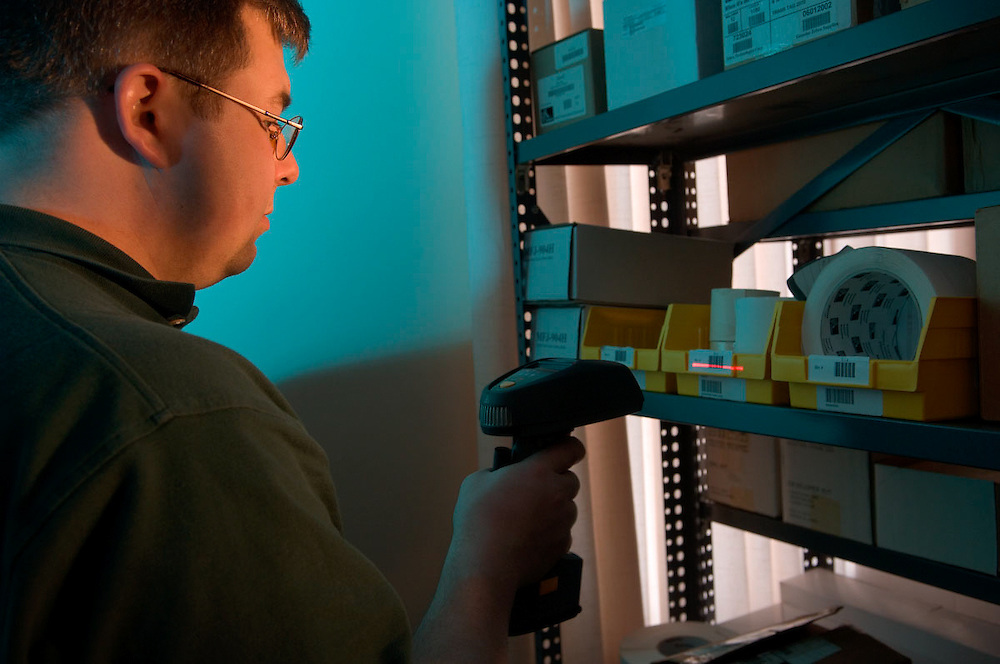 17334Auto I.D. Lab working: Engineering students Classroom technology...Stephan Hillard, Grad student