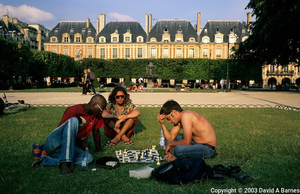 Game of chess, Place des Vosges, Paris, France