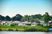 Nederland, Appeltern, 8-7-2016 Kamperen bij de rivier,water. Op vakantie in eigen land. Blauwe sluis .Foto: Flip Franssen