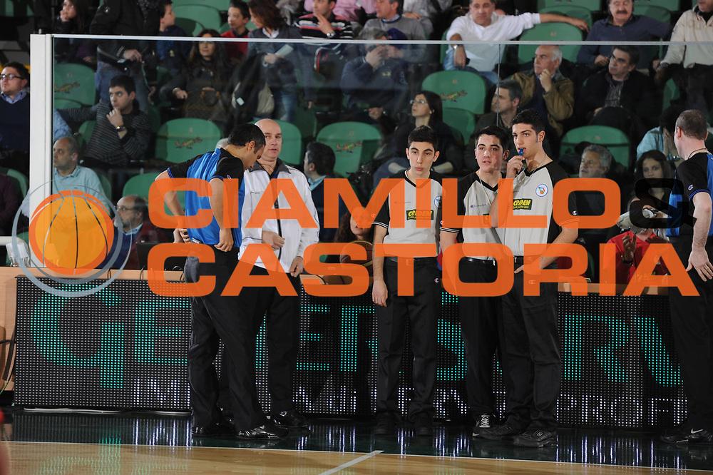 DESCRIZIONE : Avellino Lega A 2010-11 Air Avellino Armani Jeans Milano<br /> GIOCATORE : arbitro<br /> SQUADRA : <br /> EVENTO : Campionato Lega A 2010-2011<br /> GARA : Air Avellino Armani Jeans Milano<br /> DATA : 03/04/2011<br /> CATEGORIA : arbitro referee <br /> SPORT : Pallacanestro<br /> AUTORE : Agenzia Ciamillo-Castoria/GiulioCiamillo<br /> Galleria : Lega Basket A 2010-2011<br /> Fotonotizia : Avellino Lega A 2010-11 Air Avellino Armani Jeans Milano<br /> Predefinita :