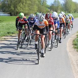 17-04-2016: Wielrennen: Ronde van Gelderland: Apeldoorn    <br />APELDOORN (NED) wielrennen<br />Marianne Vos sleurt op kop van de groep langs de uiterwaarden van de Ijssel tijdens de 51e ronde van Gelderland