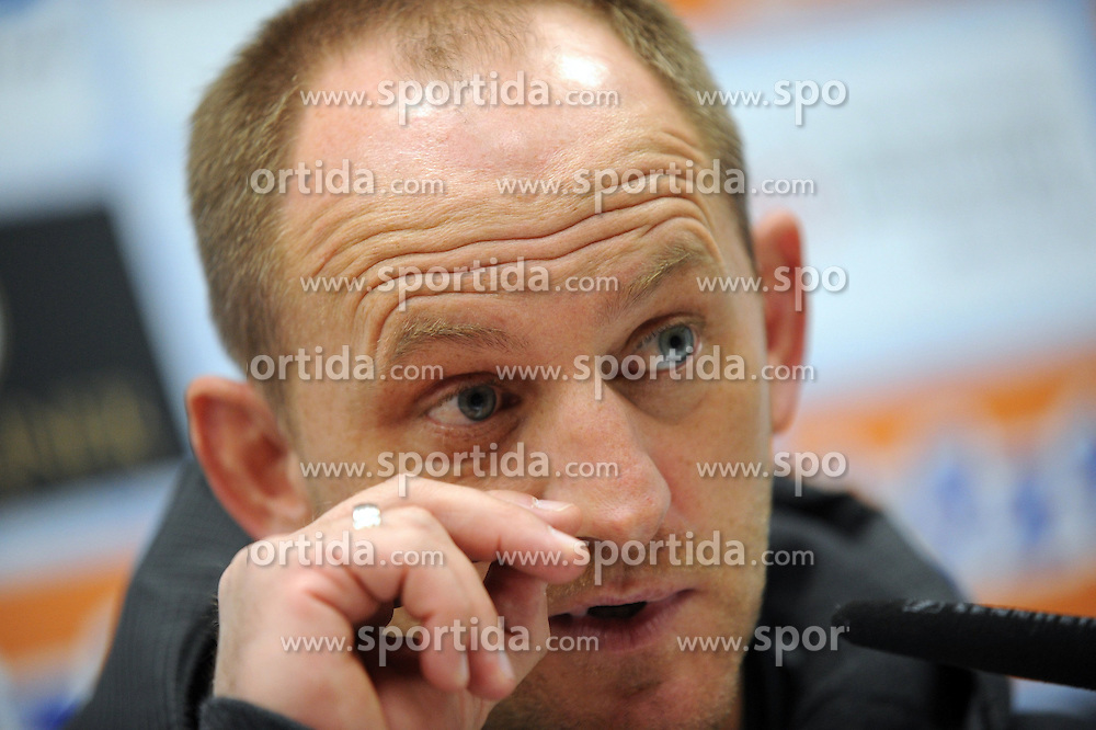 16.10.2015, Benteler Arena, Paderborn, GER, 2. FBL, SC Paderborn 07 vs Eintracht Braunschweig, 11. Runde, im Bild Bild: Torsten Lieberknecht (Trainer Eintracht Braunschweig) in der auf der Pressekonferenz, enttaeuscht, frustriert, Emotion // during the 2nd German Bundesliga 11th round match between SC Paderborn 07 and Eintracht Braunschweig at the Benteler Arena in Paderborn, Germany on 2015/10/16. EXPA Pictures &copy; 2015, PhotoCredit: EXPA/ Eibner-Pressefoto/ Sippel<br /> <br /> *****ATTENTION - OUT of GER*****