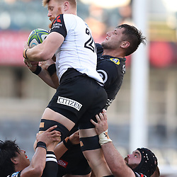 DURBAN, SOUTH AFRICA - MARCH 10:  Edward Quirk of the HITO-Communications Sunwolves out jumps Ruan Botha of the Cell C Sharks during the Super Rugby match between Cell C Sharks and Sunwolves at Jonsson Kings Park Stadium on March 10, 2018 in Durban, South Africa. (Photo by Steve Haag/Gallo Images)