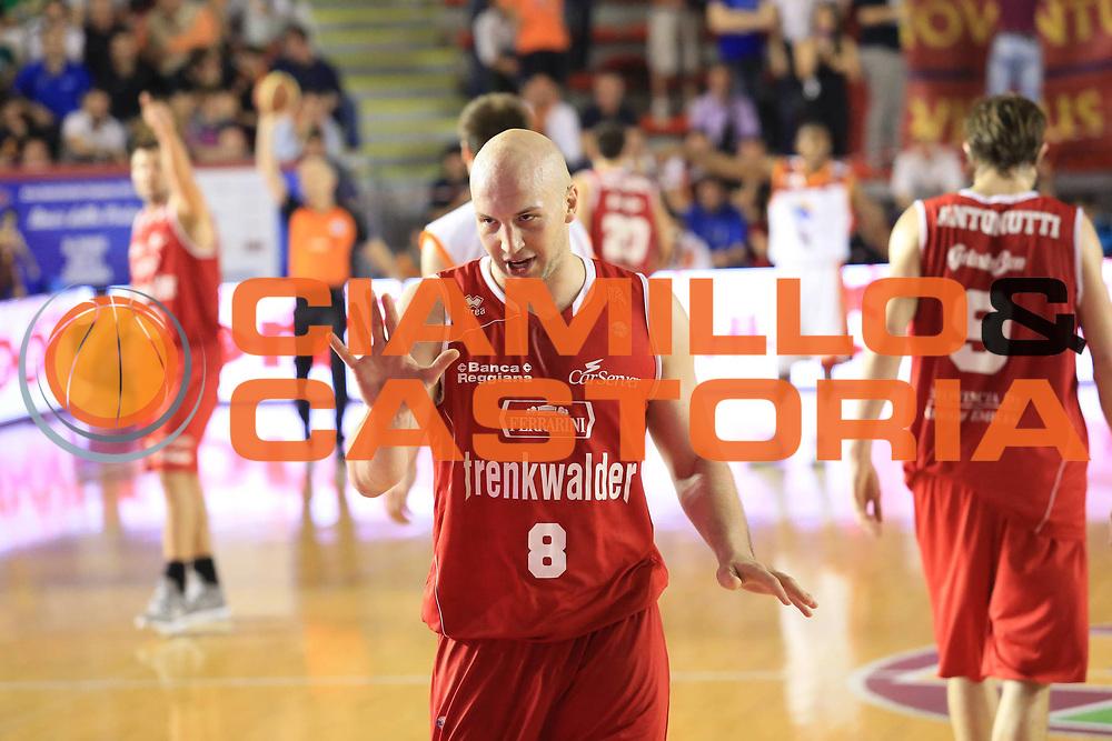 DESCRIZIONE : Roma Lega A 2012-2013 Acea Roma Trenkwalder Reggio Emilia playoff quarti di finale gara 2<br /> GIOCATORE : Greg Brunner<br /> CATEGORIA : curiosita delusione<br /> SQUADRA : Trenkwalder Reggio Emilia<br /> EVENTO : Campionato Lega A 2012-2013 playoff quarti di finale gara 2<br /> GARA : Acea Roma Trenkwalder Reggio Emilia<br /> DATA : 11/05/2013<br /> SPORT : Pallacanestro <br /> AUTORE : Agenzia Ciamillo-Castoria/M.Simoni<br /> Galleria : Lega Basket A 2012-2013  <br /> Fotonotizia : Roma Lega A 2012-2013 Acea Roma Trenkwalder Reggio Emilia playoff quarti di finale gara 2<br /> Predefinita :
