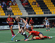 Surbiton's Jo Hunter challenges with SPV Complutense's Lola Riera Zuzuarregui during their opening game of the EHCC 2017 at Den Bosch HC, The Netherlands, 2nd June 2017
