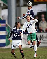 Fotball   9  april  2006  - Tippeligaen<br /> Briskeby <br /> Foto: Dagfinn Limoseth, Digitalsport <br /> Ham-Kam  v  Viking    0-0<br /> <br /> <br /> Peter Abelsson  og Trygve Nygaard -  Viking og Espen Olsen - Ham-Kam