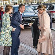 NLD/Amsterdam/20191104 - Maxima bij Prins Bernhard Cultuurfonds Prijs 2019, Koningin Maxima begroet de loco burgemeester van Amsterdam