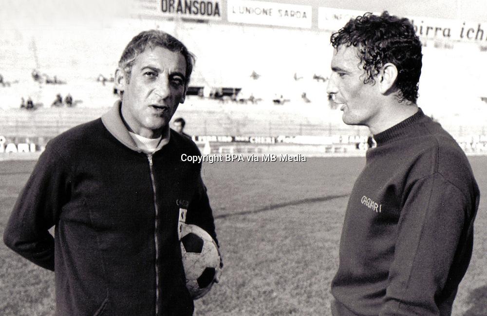 Football Italian League Serie A 1970-1971 / <br /> Cagliari Calcio - <br /> Luigi Riva &quot; Gigi Riva &quot; (R) with Manlio Scopigno - Coach of Cagliari Calcio (L)