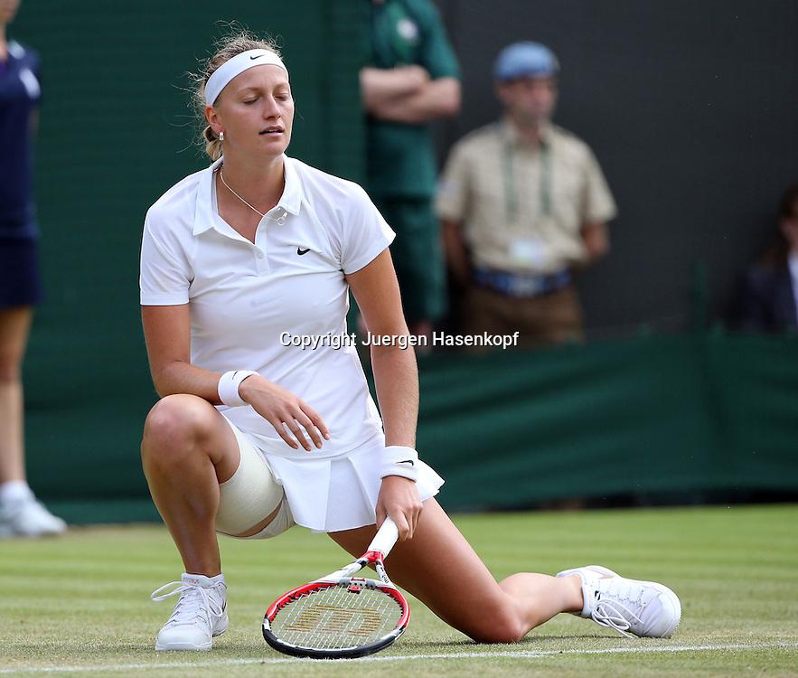 Wimbledon Championships 2014, AELTC,London,<br /> ITF Grand Slam Tennis Tournament,<br /> Petra Kvitova  (CZE) reagiert enttaeuscht,Einzelbild,<br /> Ganzkoerper,Querformat,