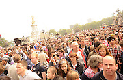 29.APRIL.2011. LONDON<br /> <br /> CROWDS OUTSIDE BUCKINGHAM PALACE TO CELEBRATE THE ROYAL WEDDING BETWEEN PRINCE WILLIAM AND CATHERINE MIDDLETON IN LONDON<br /> <br /> BYLINE: EDBIMAGEARCHIVE.COM<br /> <br /> *THIS IMAGE IS STRICTLY FOR UK NEWSPAPERS AND MAGAZINES ONLY*<br /> *FOR WORLD WIDE SALES AND WEB USE PLEASE CONTACT EDBIMAGEARCHIVE - 0208 954 5968*