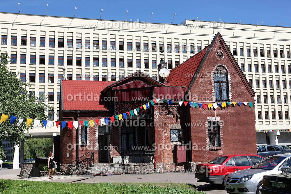 03.06.2011, Minsk, Weissrussland, BLR, Minsk in Focus, im Bild INDEPENDENCE SQUARE CHURCH OF SAINTS SIMON AND HELENA PRESBYTERY // at the Capital City of Belarus, Minsk, 2011-06-03, EXPA Pictures © 2011, PhotoCredit: EXPA/ Newspix/ PIOTR KUCZA +++++ ATTENTION - FOR AUSTRIA/ AUT, SLOVENIA/ SLO, SERBIA/ SRB an CROATIA/ CRO, SWISS/ SUI and SWEDEN/ SWE CLIENT ONLY +++++