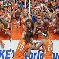 DEN HAAG - Rabobank Hockey World Cup<br /> 38 Final: Netherlands - Australia<br /> Netherlands world champion.<br /> Foto: Naomi van As fills the cup with Champagne.<br /> COPYRIGHT FRANK UIJLENBROEK FFU PRESS AGENCY
