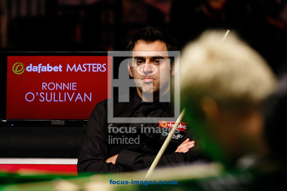 Ronnie O'Sullivan (background) and Neil Robertson during the first semi final of The Dafabet World Snooker Masters at Alexandra Palace, London<br /> Picture by Mark Chappell/Focus Images Ltd +44 77927 63340<br /> 17/01/2015