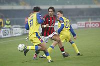 Verona 23 Novembre 2003 <br />Chievo Milan 0-2 <br />Manuel Rui Costa (Milan) tra Carvalho de  Amauri e Salvatore Lanna (Chievo)<br />Foto Andrea Staccioli Graffiti