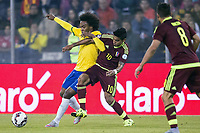 Fotball<br /> 21.06.2015<br /> Copa America<br /> Brasil v Venezuela<br /> Foto: imago/Digitalsport<br /> NORWAY ONLY<br /> <br /> Brazil vs Venezuela SANTIAGO, CHILE - 06/21/2015: BRAZIL X VENEZUELA - William the Brazil dispute ball R. Vargas of Venezuela during the match between Brazil vs Venezuela, valid for the third round of the first phase of Group C of the Copa America 2015, held at the Estadio Monumental David Arellano.
