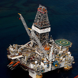 The Transocean Development Driller II works to drill a relief well in the Gulf of Mexico off the coast of Louisiana, U.S., on Saturday, June 19, 2010.  Mandatory Credit: Derick E. Hingle)