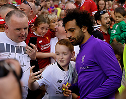 DUBLIN, REPUBLIC OF IRELAND - Saturday, August 4, 2018: Liverpool's Mohamed Salah poses for a selfie with a supporter after the preseason friendly match between SSC Napoli and Liverpool FC at Landsdowne Road. (Pic by David Rawcliffe/Propaganda)