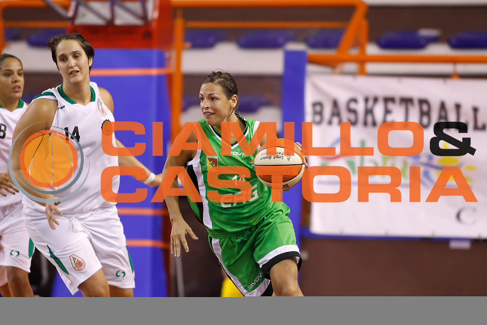 DESCRIZIONE : Pescara Lega A1 Femminile 2012-13 Opening Day 2012 CUS Chieti Trogylos Priolo<br /> GIOCATORE : Valentina Donvito<br /> SQUADRA : Trogylos Priolo<br /> EVENTO : Campionato Lega A1 Femminile 2012-2013 <br /> GARA : CUS Chieti Trogylos Priolo<br /> DATA : 13/10/2012<br /> CATEGORIA : <br /> SPORT : Pallacanestro <br /> AUTORE : Agenzia Ciamillo-Castoria/ElioCastoria<br /> Galleria : Lega Basket Femminile 2012-2013 <br /> Fotonotizia : Pescara Lega A1 Femminile 2012-13 Opening Day 2012 CUS Chieti Trogylos Priolo<br /> Predefinita :