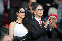 05.11.2011, Anfield Stadion, Liverpool, ENG, Premier League, FC Liverpool vs Swansea City, im Bild Liverpool's owner John W. Henry with his wife Linda Pizzuti // during the premier league match between FC Liverpool vs Swansea City at Anfield Stadium, Liverpool, EnG on 05/11/2011. EXPA Pictures © 2011, PhotoCredit: EXPA/ Propaganda Photo/ David Rawcliff +++++ ATTENTION - OUT OF ENGLAND/GBR+++++