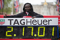 Mary Keitany KENposes with her world record in the Elite Women's Race. The Virgin Money London Marathon, 23rd April 2017.<br /> <br /> Photo: Jed Leicester for Virgin Money London Marathon<br /> <br /> For further information: media@londonmarathonevents.co.uk