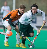 ROTTERDAM - HOCKEY -  Bas Campbell (r) van Rotterdam in duel met Rob Reckers (l) van OZ tijdens de hoofdklasse hockeywedstrijd tussen de mannen van Rotterdam en Oranje-Zwart (0-2). COPYRIGHT KOEN SUYK