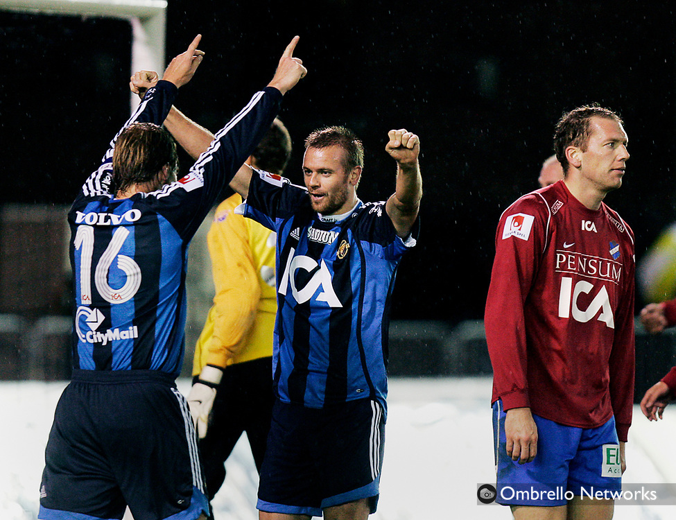 STOCKHOLM 061030<br /> ALLSVENSKAN FOTBOLL DJURG&Aring;RDEN vs &Ouml;STER<br /> I bild: Jubel efter 2-0