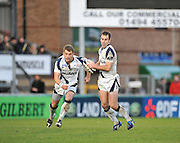 Wycombe, GREAT BRITAIN,  Left, Mark CUETO and Charlie HODGSON, look to star and an attack in the first half of the Guinness Premiership match,  London Wasps vs Sale Sharks at Adam's Park Stadium, Bucks, on Sun 23.11.2008. [Photo, Peter Spurrier/Intersport-images]