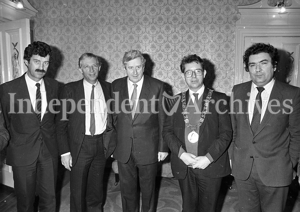 "(L-R)Dick Spring, (No Name Given), Dr Garret Fitzgerald, Lord Mayor of Dublin Michael O'Halloran and John Hume, at the Launch of the book ""John Hume Statesman of the Troubles"" at the Mansion House, 31/01/1985 (Part of the Independent Newspapers Ireland/NLI Collection)."