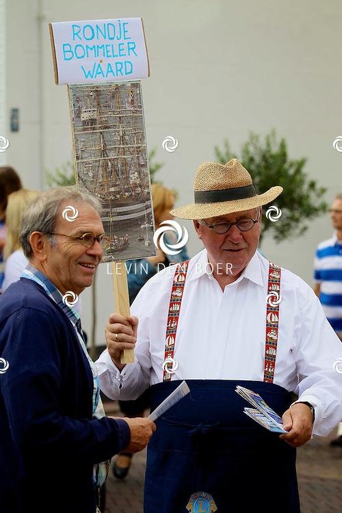 ZALTBOMMEL - De jaarlijkse Braderie Zaltbommel 2012 is weer een groot gebeuren. Diversen standhouders, verenigingen en nu ook natuurlijk politieke partijen zijn van de partij. FOTO LEVIN DEN BOER - PERSFOTO.NU