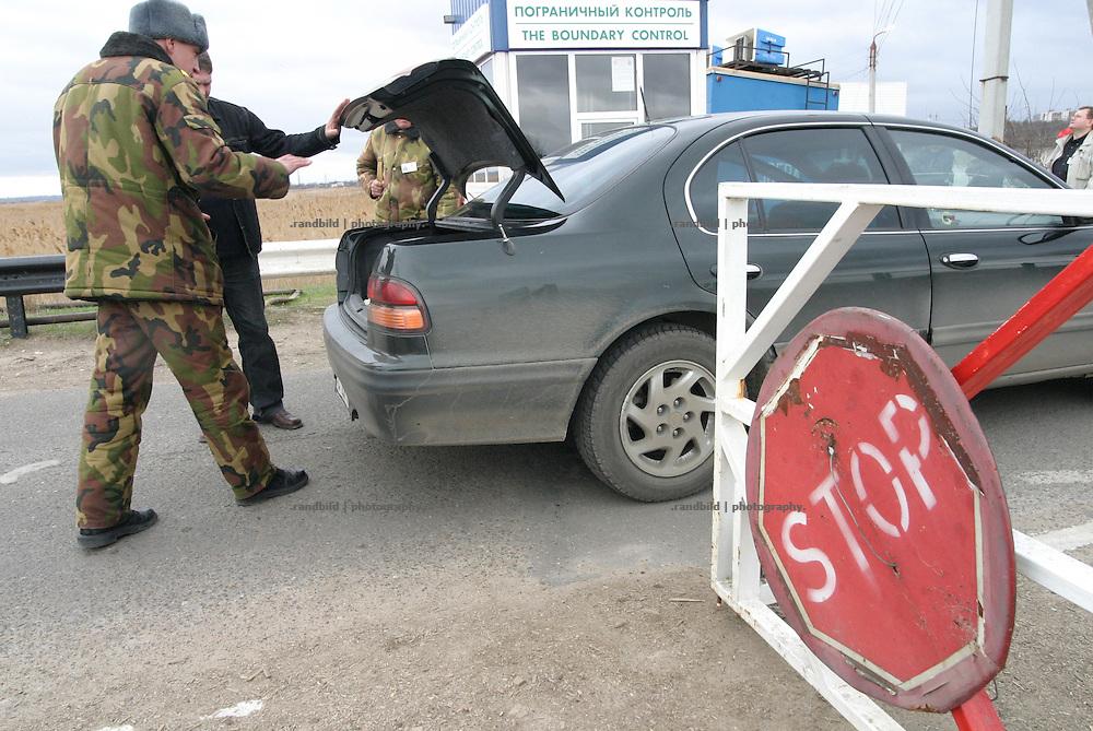 Grenze und Grenzkontrollen des international nicht anerkannten Transnistrien / Boundary and Bordercontrol of the international unrecognized Republic of Transnistria.
