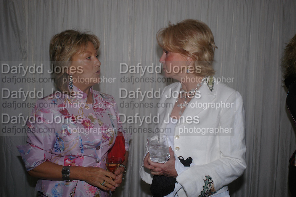 Mrs. Martin Lane-Fox and Mrs.. Robin Hambro. Cartier dinner after thecharity preview of the Chelsea Flower show. Chelsea Physic Garden. 23 May 2005. ONE TIME USE ONLY - DO NOT ARCHIVE  © Copyright Photograph by Dafydd Jones 66 Stockwell Park Rd. London SW9 0DA Tel 020 7733 0108 www.dafjones.com