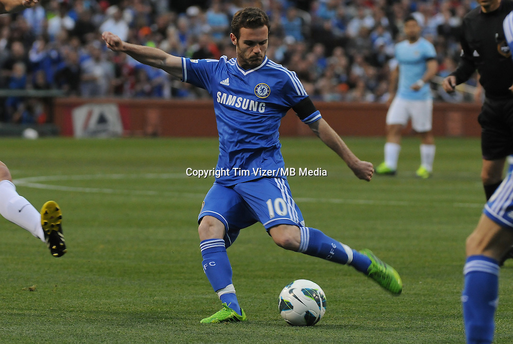 Football - Premier League - Chelsea Training for friendly with Man City St. Louis, MO/USA. Manchester City won, 4-3 over Chelsea.Chelsea FC Juan Mata (10) draws back to shoot on goal in the first half. ..